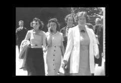 Elle parle au Cellulaire en 1938 – Voyageur dans le temps?